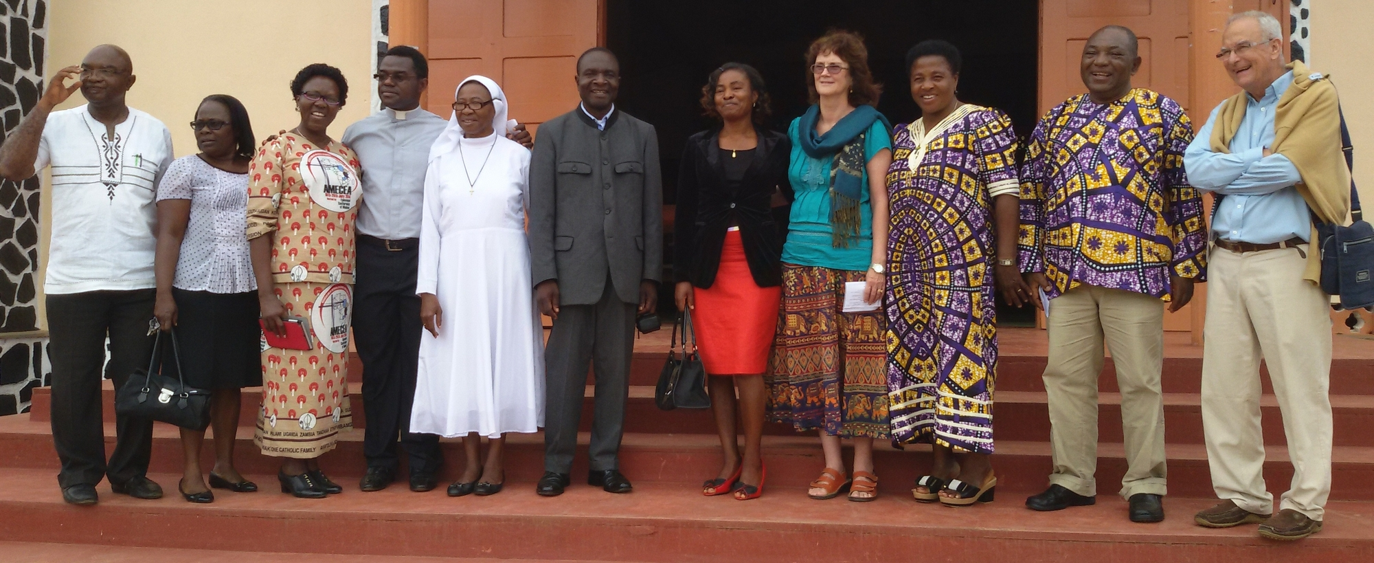 AFLF Board and Unit members after the mass - Les membres du bureau et des unités d la FAAF à la sortie de la messe 2015